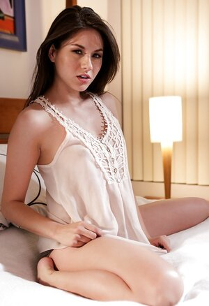 Romantic beauty Shyla Jennings does a glamorous strip before going to sleep