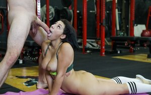 Smoking-hot Latina with large booty and furthermore wide hips fucked in the empty gym