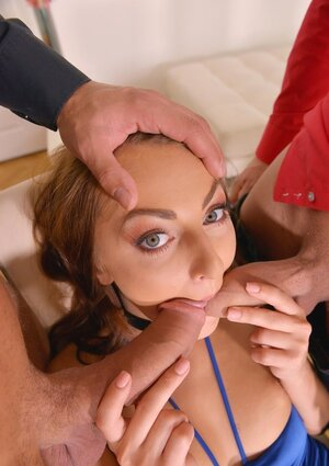 Businessmen finished lunch and started doing escort broad in her mouth